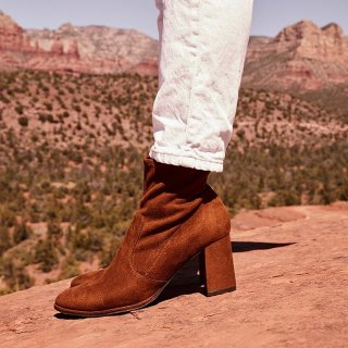 低至5折+满额送收纳袋3个DSW 精选美鞋热卖 折扣区上新