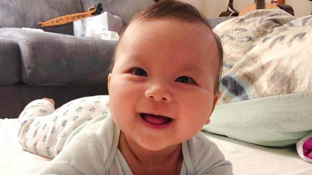 按阶段特点的科学养育,宝宝吃睡玩汇总上篇(0-6个月)