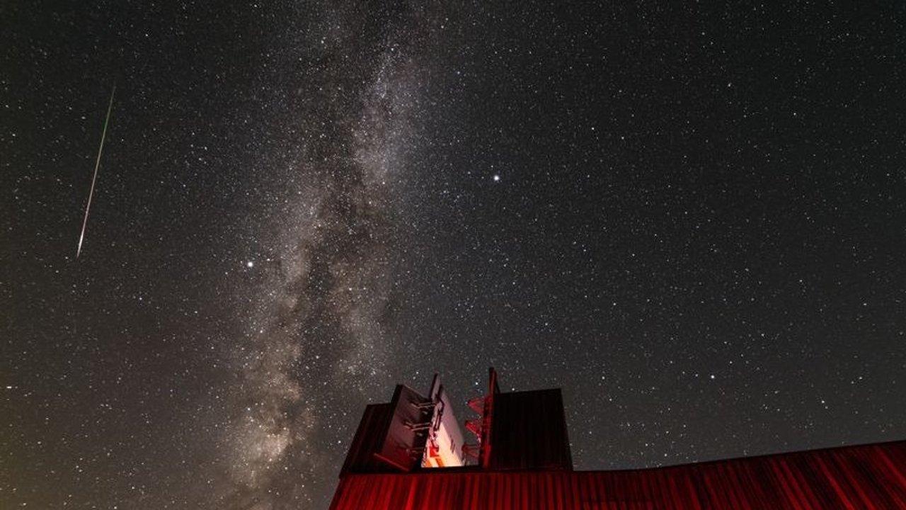 今晚,英仙座流星雨大爆发!抬头,每小时100颗流星洒落夜空