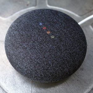 $74 免邮Google Home Mini 只能音箱 深灰色 2个装