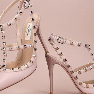 独家7折 入樱花粉尾小白鞋Valentino 精选美包、美鞋热卖 铆钉高跟鞋收起来