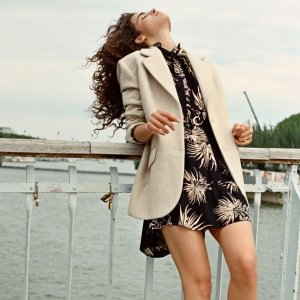 变相2.5折起 米色阔腿裤€54Ba&sh 大促 超低价收初秋外套、连衣裙等 条纹白衬衫€76.5
