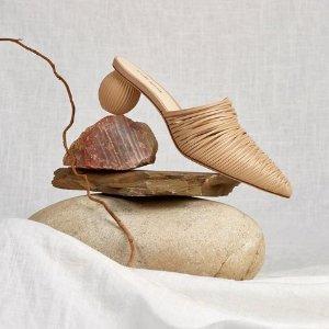 精选85折 £242收By Far细带凉鞋NET-A-PORTER 小众鞋专场 设计独特颜值超高