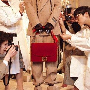 独家:Gucci 二手好货 收酒神包、小白鞋、双G腰带