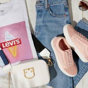 低至4折 £10收logo短TLevi's 夏装盛情开卖 夏日必备简约T热卖