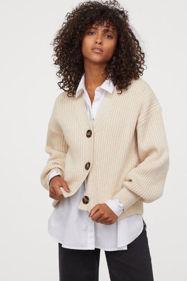 米色针织衫外套