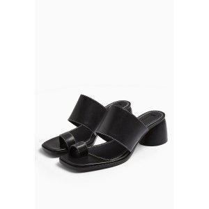 TopshopVILLAGE Black Leather Toe Loop Sandals