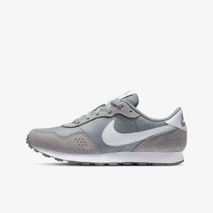 NikeMD 灰色大童运动鞋