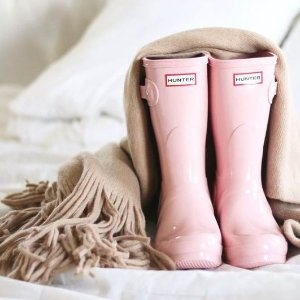 7折起 €48收封面同款雨靴Hunter官网 夏季大促 王室御用雨靴、防水背包 百搭超实用