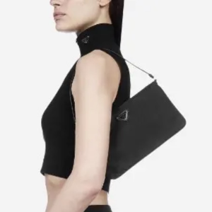 全场85折 €357收logo 腋下包Prada 爆款全场大促 Logo腋下包、2合1、邮差包、款式超全