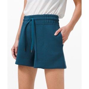 Lululemon蓝色短裤