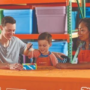 制作 钓鱼游戏盒预告:7月The Home Depot 免费的儿童手工作坊活动