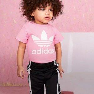 5折起+额外7折+包邮adidas 官网小童鞋服特卖 新款套装$59.5 多款小白鞋