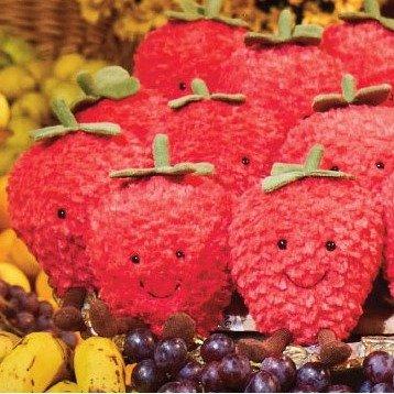 草莓毛绒玩具