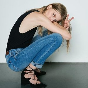 $38起 (国内售价¥600+)Lee 女士修身牛仔裤 提臀显瘦 都市时髦感