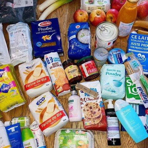 免费的衣服、食品日用品不香吗!在法国一分钱不花就能领到这么多福利?学生们快看过来