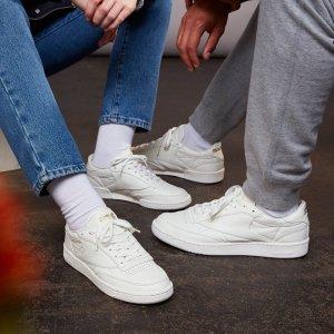 7折 + 无门槛免邮,制作你的专属款Reebok官网 自定义款Club C系列男女潮鞋促销