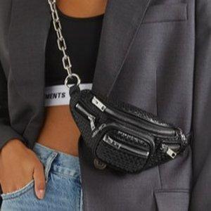 $682.5 (原价$962.6)Alexander Wang 经典黑色链条腰包