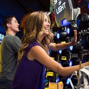 额外8折 两人仅需$20美国知名娱乐厅Dave & Buster's 全日畅玩套票热卖