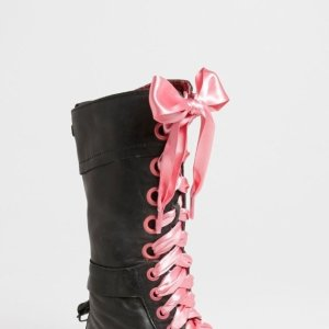 4折起 £2收红丝绒蝴蝶结鞋带Dr.Martens官网 鞋带包包大促 酷炫百变鞋带、英伦风纯牛皮书包腰带