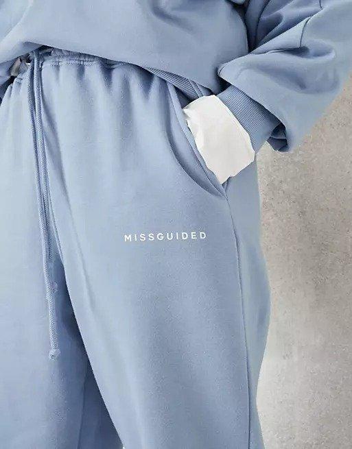 婴儿蓝运动裤