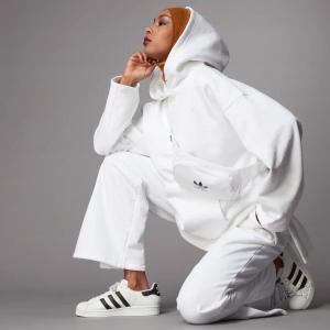 低至6折+额外8折 封面款£33折扣升级:adidas 奶油白专场 OZWEEGO小椰子、新款卫衣 秋季大促