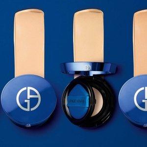英国首发 售价£72上新:Armani 全新蓝气垫上线市 一秒打造水润滋养奢华妆效 李佳琦评测出炉