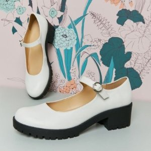 UO 白色玛丽珍鞋
