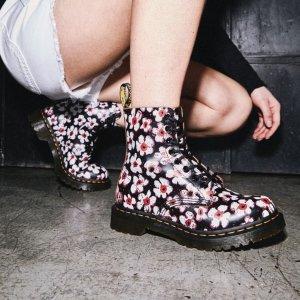 4折起 £45收1460马丁靴Dr.Martens官网 大童大码专场 成人鞋码价格一半 收马丁靴、小皮鞋