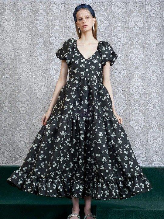 黑色碎花连衣裙