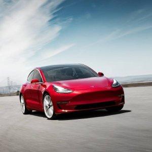 Model 3: 根本不是一个levelTesla Model 3 卖到脱销 单一车型销量超所有对手