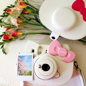 附带10张相纸,现价£74.01(原价£89.99)FUJIFILM 富士 Hello Kitty 拍立得相机特卖