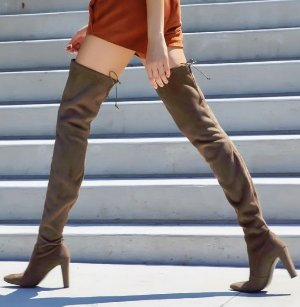 $336Stuart Weitzman Suede Highland Boots