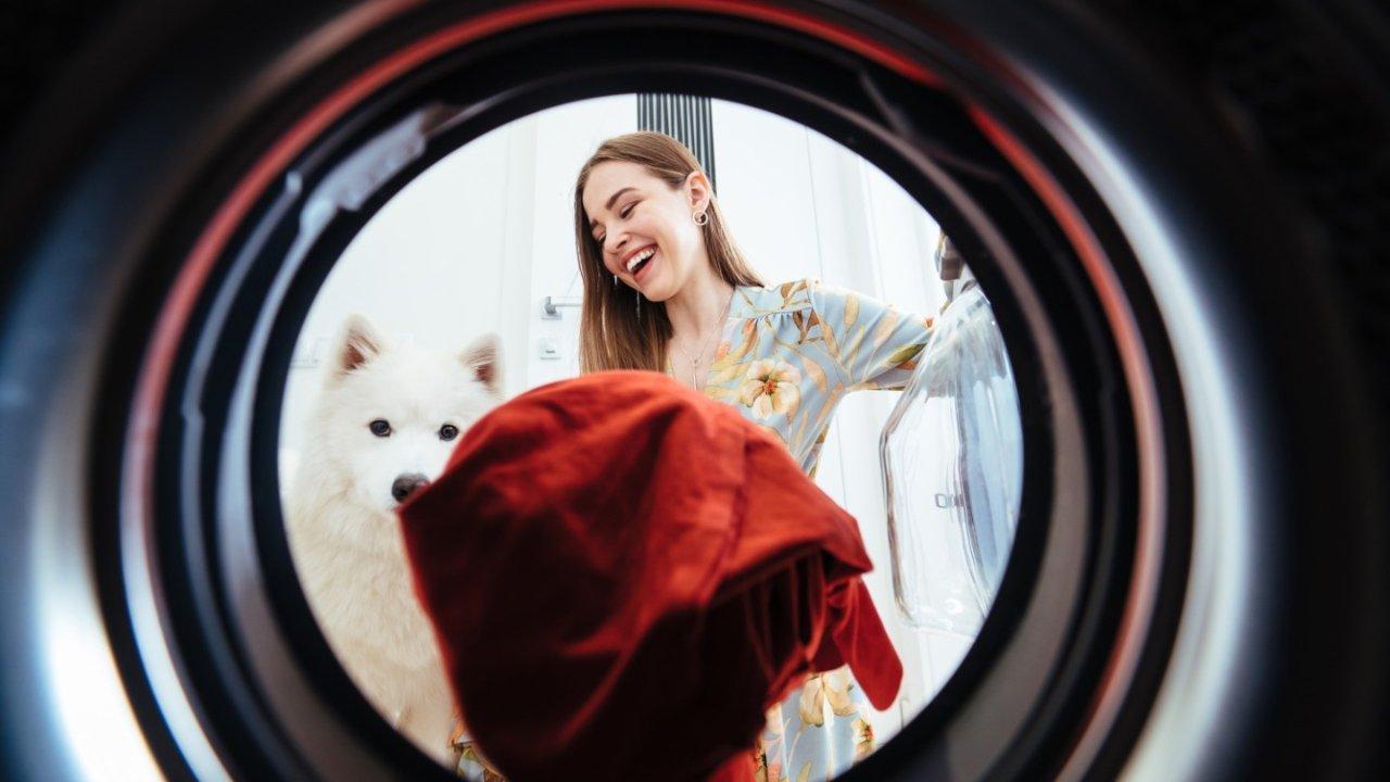 衣物清洗保养全攻略 | 如何给衣物消毒杀菌?顽固污渍、娇气面料如何应对?在家还能干洗?