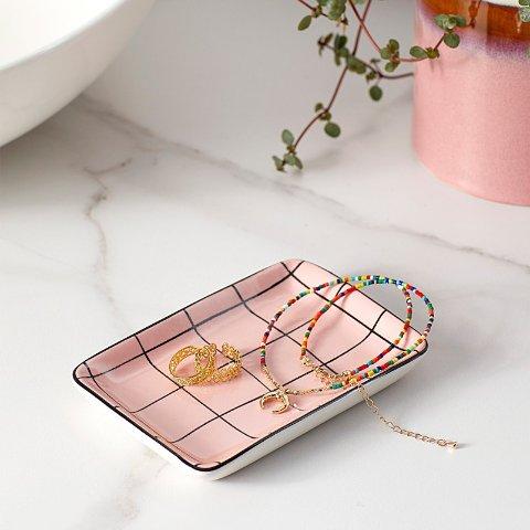 粉色格子小号瓷盘