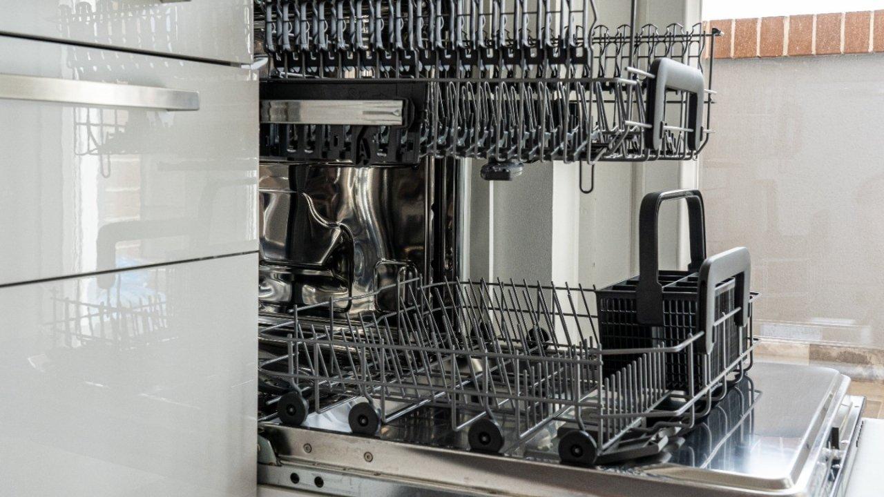 洗碗机选购&使用攻略   一帖看懂如何选择合适的家用洗碗机,正确使用维护方法,周边产品大盘点!
