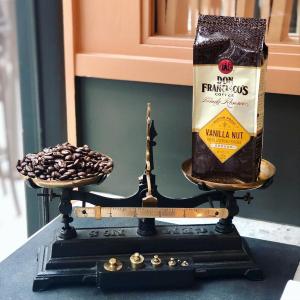 立享8折 现价$8.23Don Francisco's 100%阿拉比卡咖啡豆 香草坚果口味 2磅装