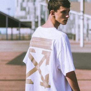 精选8.5折 €221收封面短袖TOff-White 春夏SS20新款上架 速收大势箭头卫衣、炫酷夹子包