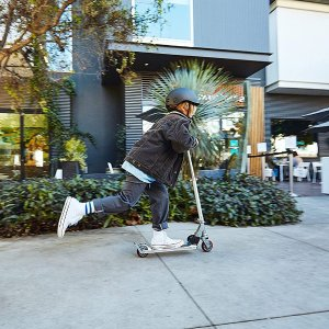 $41.26包邮(原价$55.52)Razor A2 儿童紫色滑板车 非电动 速度适中 适合5-12岁儿童
