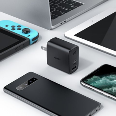 USB C Charger, AUKEY Swift 30W 2-Port iPhone Fast Charger with 18W Power Delivery 3.0