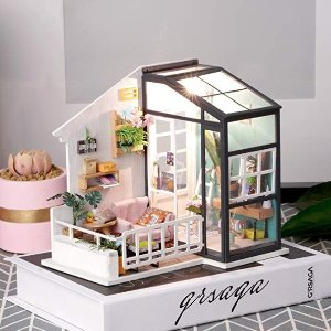 低至8折$16.79起  甜蜜礼物Rolife DIY郁郁葱葱的花房、Miss的甜品店等,夜晚有温馨灯光