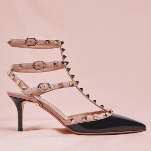 低至7折 铆钉小卡包$499Valentino 美包、美鞋热卖 收经典铆钉鞋
