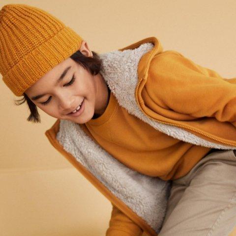儿童内里绒套装首降价 仅$19.9 多色选Uniqlo 儿童商品特价区低至$3.9 轻质保暖背心$19.9