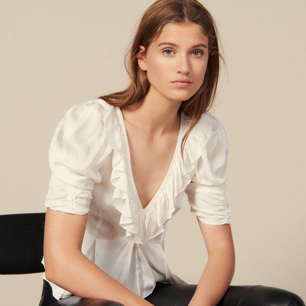 白色V领上衣