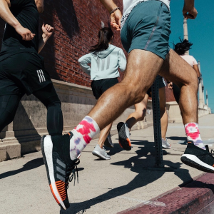 低至4折 UltraBoost $90THE OUTNET 运动专场 入AdidasXStella McCartney、Nike