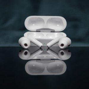 折后€195 配无线充电盒史低价:Apple AirPods Pro 无线降噪耳机 降噪效果更佳