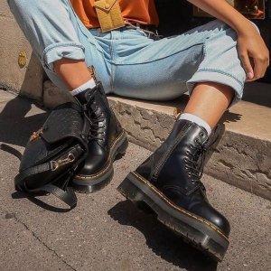 现价87.47(原价$140) 经典款折扣升级:Dr. Martens Vegan 1460 男女同款黑色马丁靴