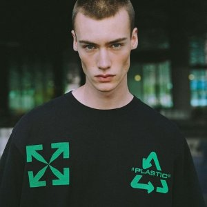 低至2折 £41收stussyT恤Farfetch 男士专场 潮牌T恤 夹克随你挑 更有搭配的酷炫运动鞋