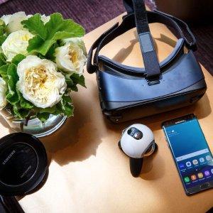 Samsung Gear VR 2016 Edition Smartphone VR Headset