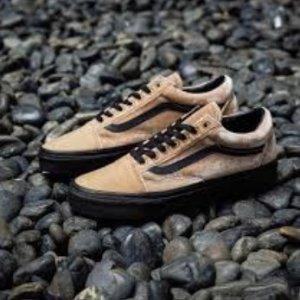 低至5折 包邮Vans、PUMA、adidas Tubular等鞋履限时促销 $29.5收丝绒Vans